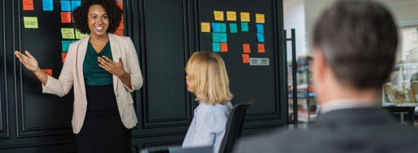 brainstorming-businesswomen-colleagues-1093913